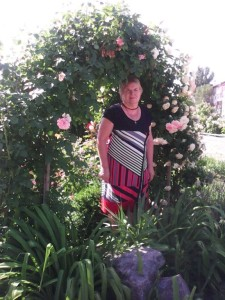 Женщина в красивых розах